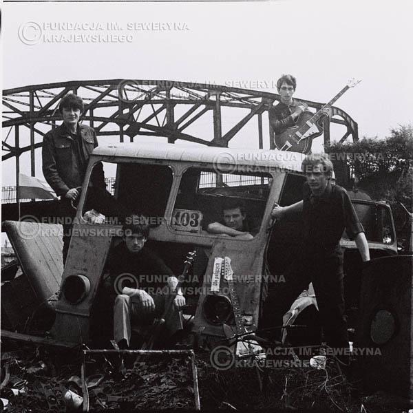 # 589 - 1966r. Czerwone Gitary, Łódź.  Zdjęcie z sesji do okładki pierwszego longpleya pod tytułem  'To Wlasnie My'.