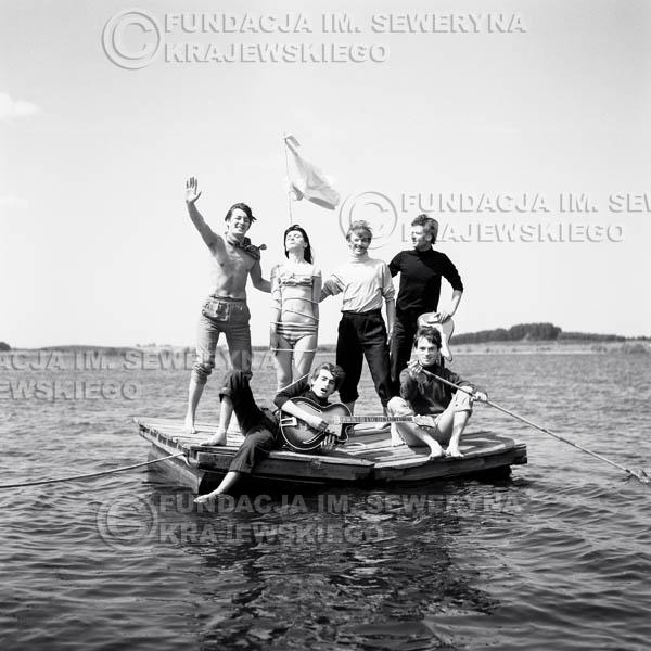 # 58 - Czerwone Gitary 1966r. (Na tratwie z modelką)Od lewej   Krzysztof Klenczon, modelka, Seweryn Krajewski, Jerzy Skrzypczyk, Bernard Dornowski, Jerzy Kossela