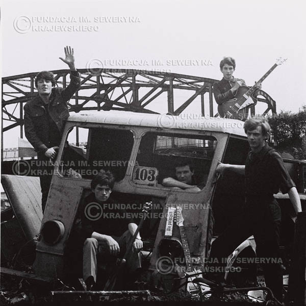 # 590 - 1966r. Czerwone Gitary, Łódź.  Zdjęcie z sesji do okładki pierwszego longpleya pod tytułem  'To Wlasnie My'.