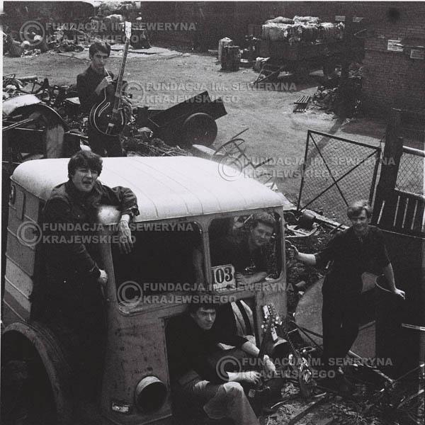 # 591 - 1966r. Czerwone Gitary, Łódź.  Zdjęcie z sesji do okładki pierwszego longpleya pod tytułem  'To Wlasnie My'.