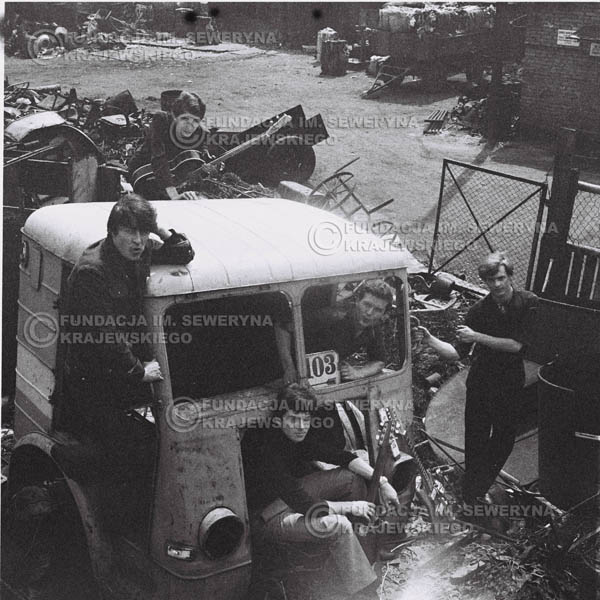 # 597 - 1966r. Czerwone Gitary, Łódź.  Zdjęcie z sesji do okładki pierwszego longpleya pod tytułem  'To Wlasnie My'.