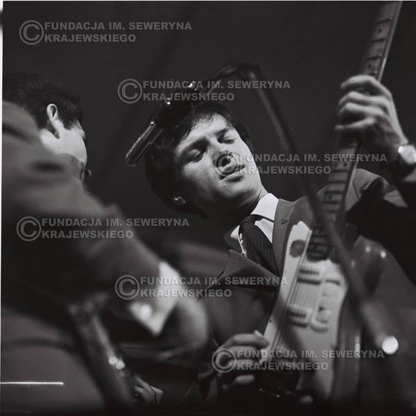 # 618 - 1966r. Hala Stoczni Gdańskiej. Od lewej: Bernard Dornowski , Jerzy Kosela.