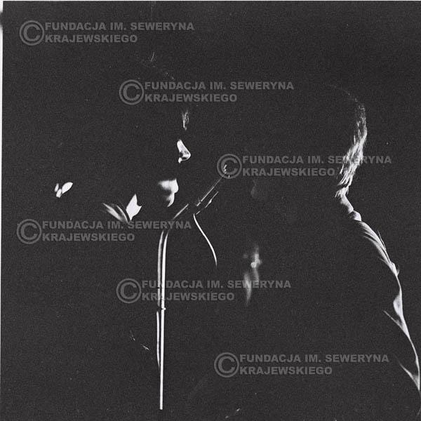 # 628 - 1966r, Nonstop. Koncert Czerwone Gitary. Od lewej: Jerzy Kosela, Bernard Dornowski.