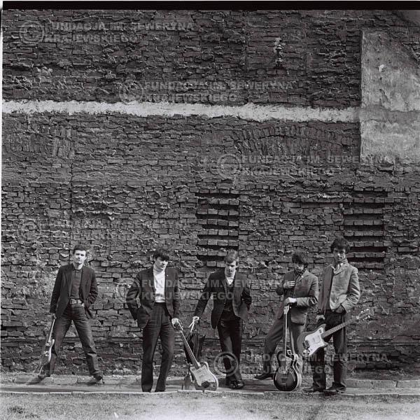 # 649 - 1966r. Czerwone Gitary, Łódź.  Zdjęcie z sesji do okładki pierwszego longpleya Czerwonych Gitar pod tytułem:  'To Wlaśnie My'.
