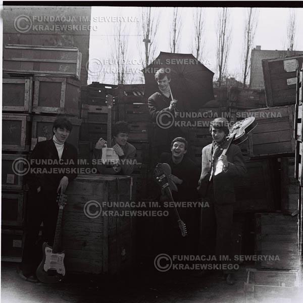 # 653 - 1966r. Czerwone Gitary, Łódź.  Zdjęcie z sesji do okładki pierwszego longpleya Czerwonych Gitar pod tytułem:  'To Wlaśnie My'.