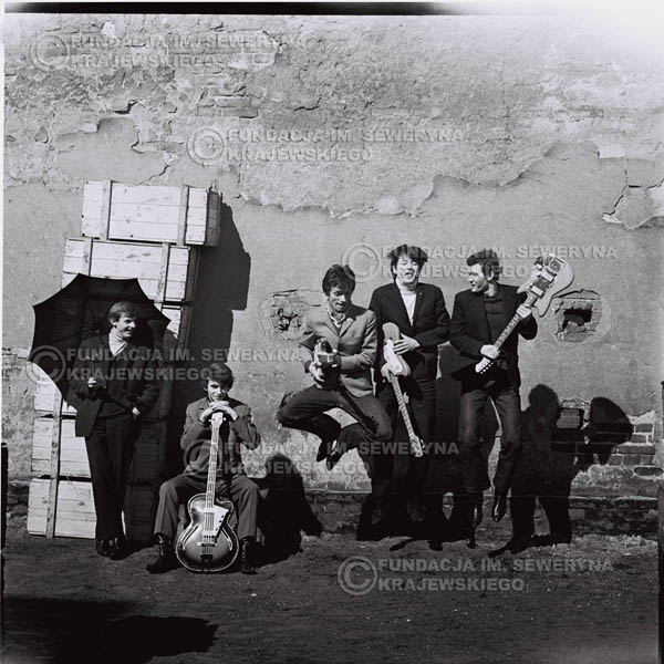 # 656 - 1966r. Czerwone Gitary, Łódź.  Zdjęcie z sesji do okładki pierwszego longpleya Czerwonych Gitar pod tytułem:  'To Wlaśnie My'.