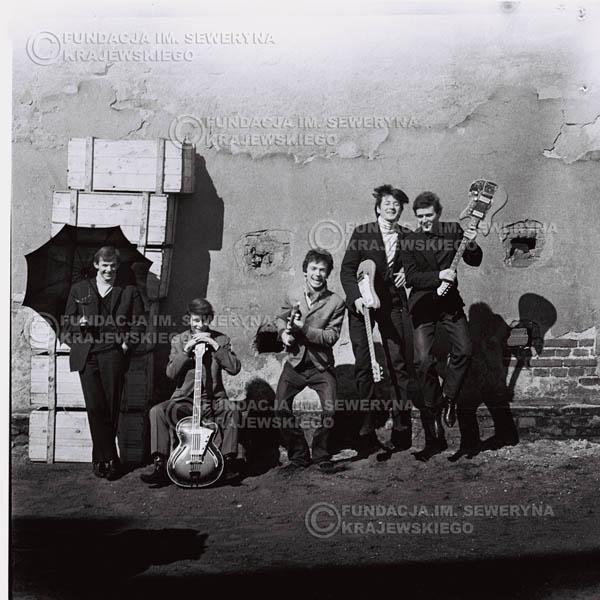 # 657 - 1966r. Czerwone Gitary, Łódź.  Zdjęcie z sesji do okładki pierwszego longpleya Czerwonych Gitar pod tytułem:  'To Wlaśnie My'.