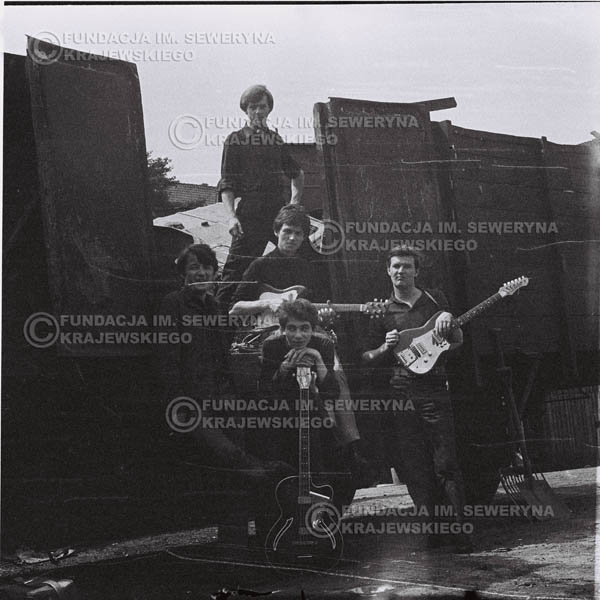 # 668 - 1966r. Czerwone Gitary, Łódź.  Zdjęcie z sesji do okładki pierwszego longpleya Czerwonych Gitar pod tytułem:  'To Wlaśnie My'.