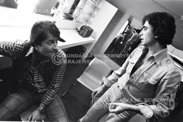 # 78 - W garderobie po występie zespołu Czerwone Gitary w McCormick Hall 1979 Chicago. Krzysztof Klenczon i Seweryn Krajewski