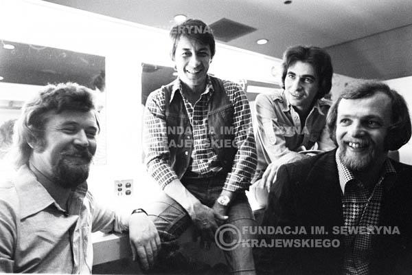 # 80 - W garderobie po występie zespołu Czerwone Gitary w McCormick Hall 1979 Chicago. Bernard Dornowski, Krzysztof Klenczon, Seweryn Krajewski, Jerzy Skrzypczyk