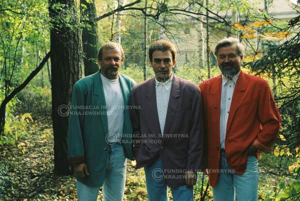 # 906 - Czerwone Gitary w składzie: Jerzy Skrzypczyk, Seweryn Krajewski, Bernard Dornowski. 1991r., sesja zdjęciowa w Michalinie.