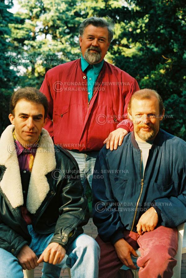 # 910 - Czerwone Gitary w składzie: Jerzy Skrzypczyk, Seweryn Krajewski, Bernard Dornowski. 1991r., sesja zdjęciowa w Michalinie.