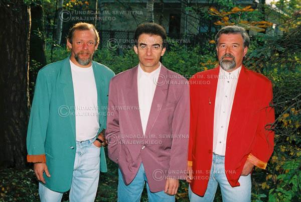 # 915 - Czerwone Gitary w składzie: Jerzy Skrzypczyk, Seweryn Krajewski, Bernard Dornowski. 1991r., sesja zdjęciowa w Michalinie.