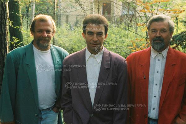 # 916 - Czerwone Gitary w składzie: Jerzy Skrzypczyk, Seweryn Krajewski, Bernard Dornowski. 1991r., sesja zdjęciowa w Michalinie.