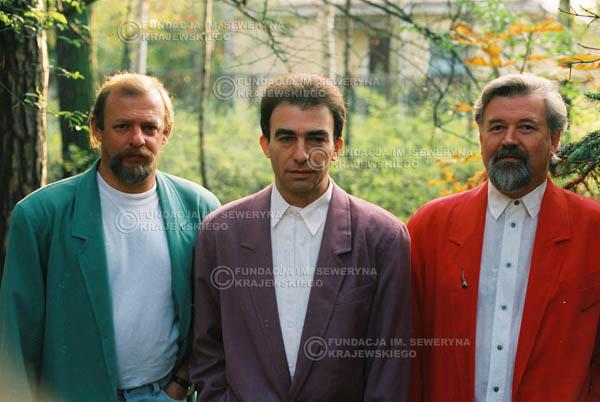 # 918 - Czerwone Gitary w składzie: Jerzy Skrzypczyk, Seweryn Krajewski, Bernard Dornowski. 1991r., sesja zdjęciowa w Michalinie.