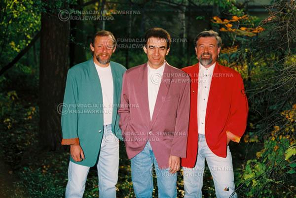 # 919 - Czerwone Gitary w składzie: Jerzy Skrzypczyk, Seweryn Krajewski, Bernard Dornowski. 1991r., sesja zdjęciowa w Michalinie.