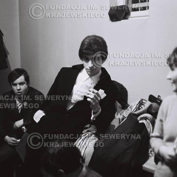 # 91 - Seweryn Krajewski w garderobie, 1968 r.
