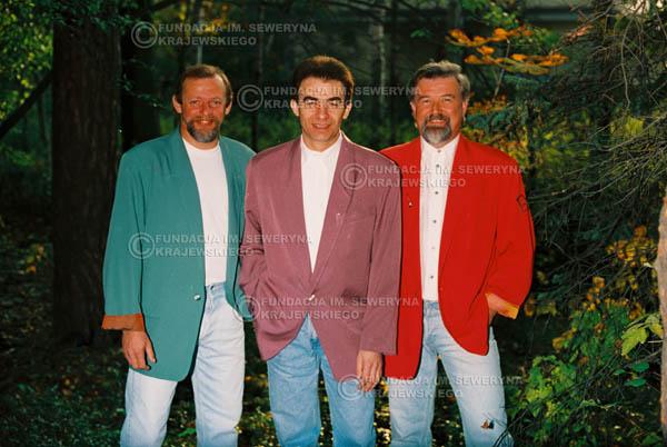 # 920 - Czerwone Gitary w składzie: Jerzy Skrzypczyk, Seweryn Krajewski, Bernard Dornowski. 1991r., sesja zdjęciowa w Michalinie.