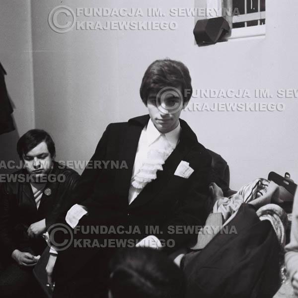 # 92 - Seweryn Krajewski w garderobie, 1968 r.