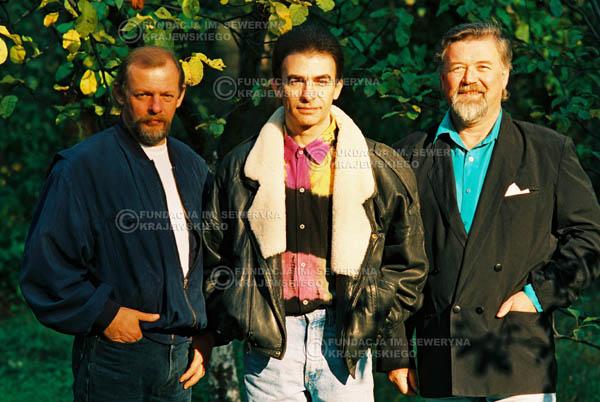 # 943 - 1991r. sesja zdjęciowa w Michalinie, Czerwone Gitary w składzie: Seweryn Krajewski, Jerzy Skrzypczyk, Bernard Dornowski.