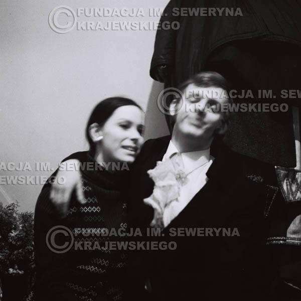 # 95 - Jerzy Skrzypczyk z narzeczoną Marylą, 1968r. w garderobie przed koncertem