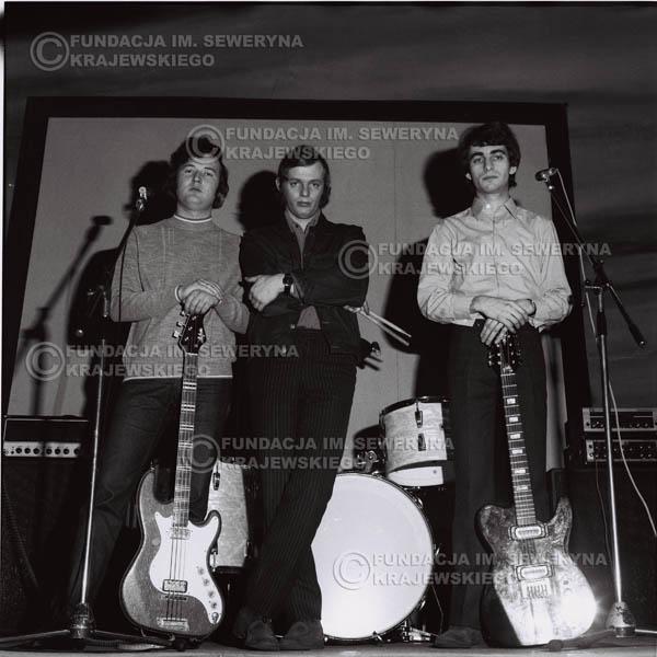 # 966 - 1970r. Czerwone Gitary w składzie: Seweryn Krajewski, Jerzy Skrzypczyk, Bernard Dornowski